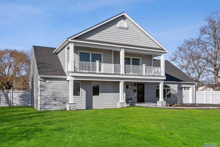 Residential For Sale in 150 Awixa Ave, Bay Shore, NY ,11706