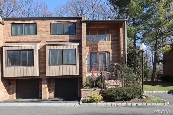 Condominium for sale in 60 Windsor Gate Dr, North Hills, NY ,11030