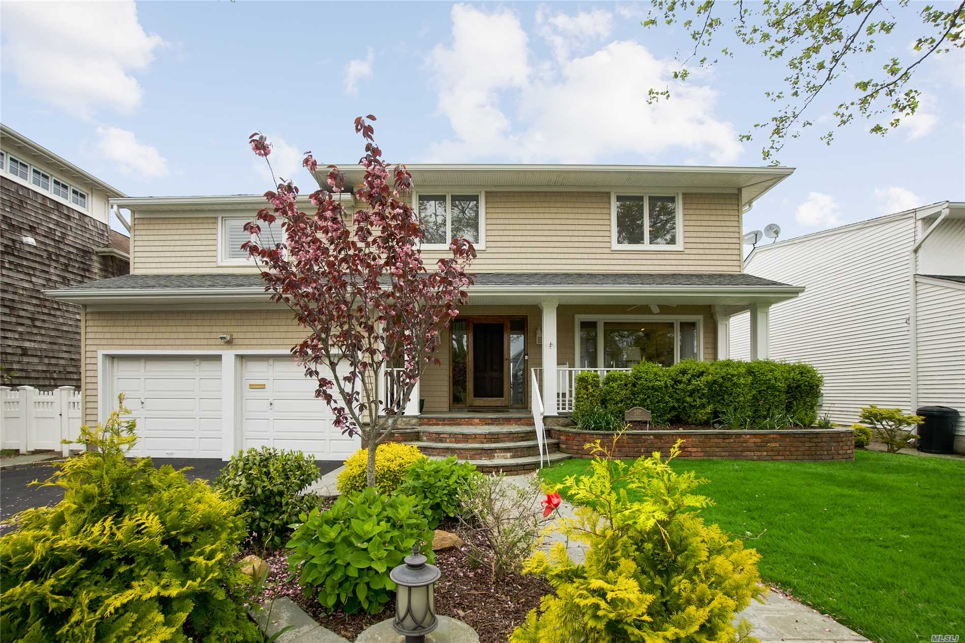Residential For Sale in 187 Bayside Dr, Atlantic Beach, NY ,11509