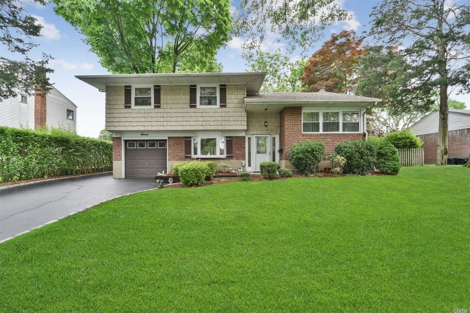 Residential For Sale in 7 Rensselaer Dr, Commack, NY ,11725