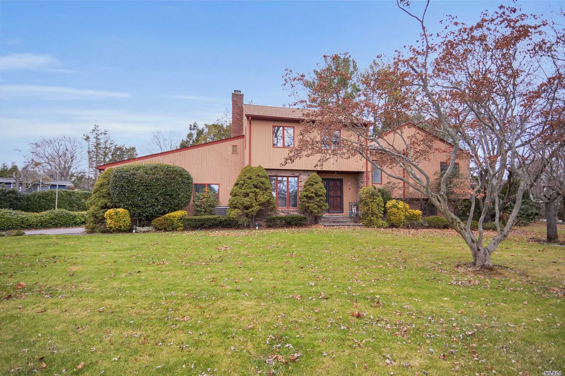 Residential For Sale in 6 Edwards Ln, Glen Cove, NY ,11542