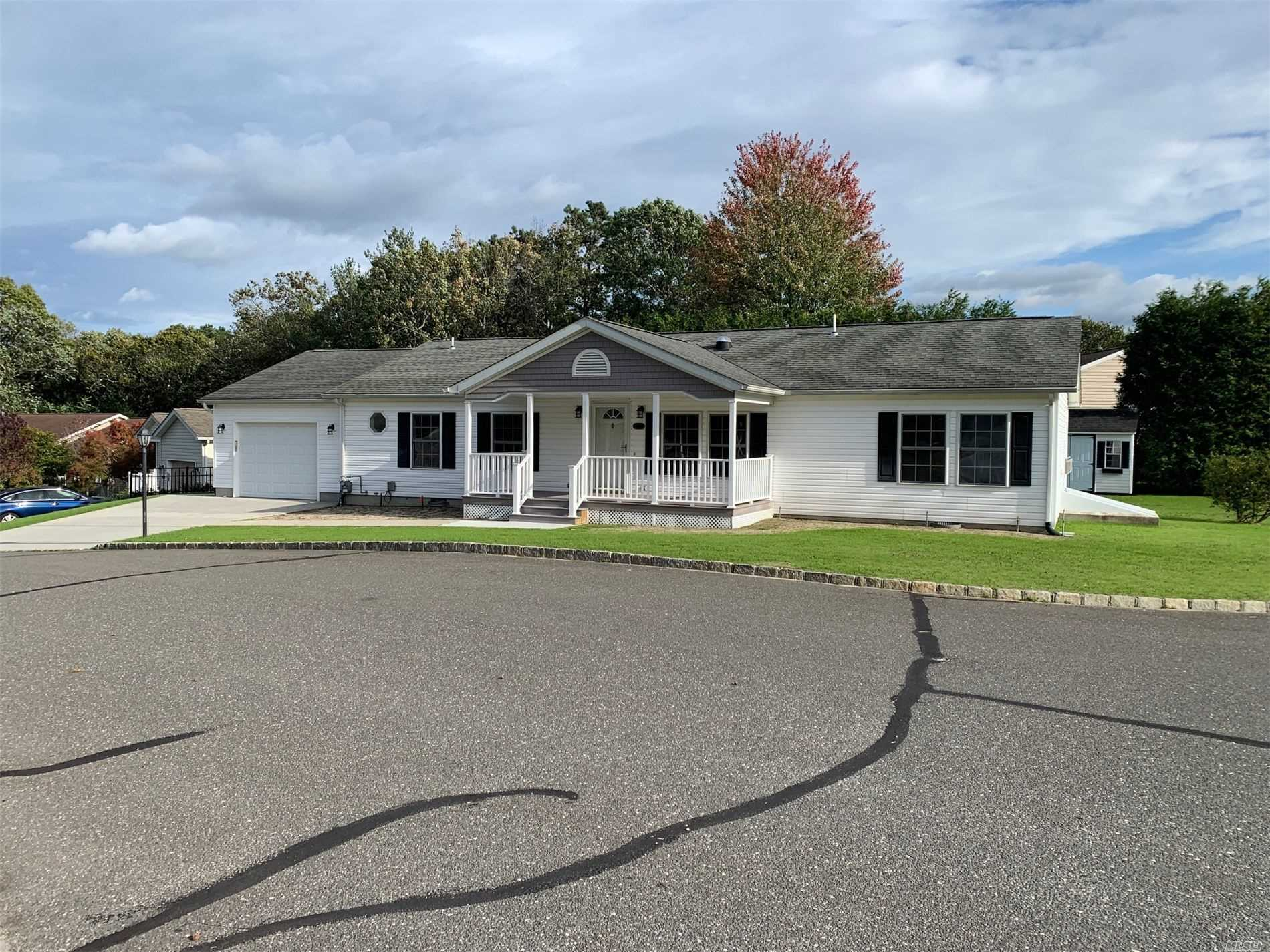 Residential For Sale in 1407-208 Middle Road, Calverton, NY ,11933