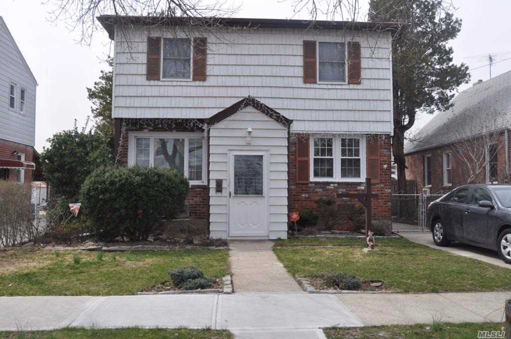 Residential For Sale in 84-20 258th St, Floral Park, NY ,11001