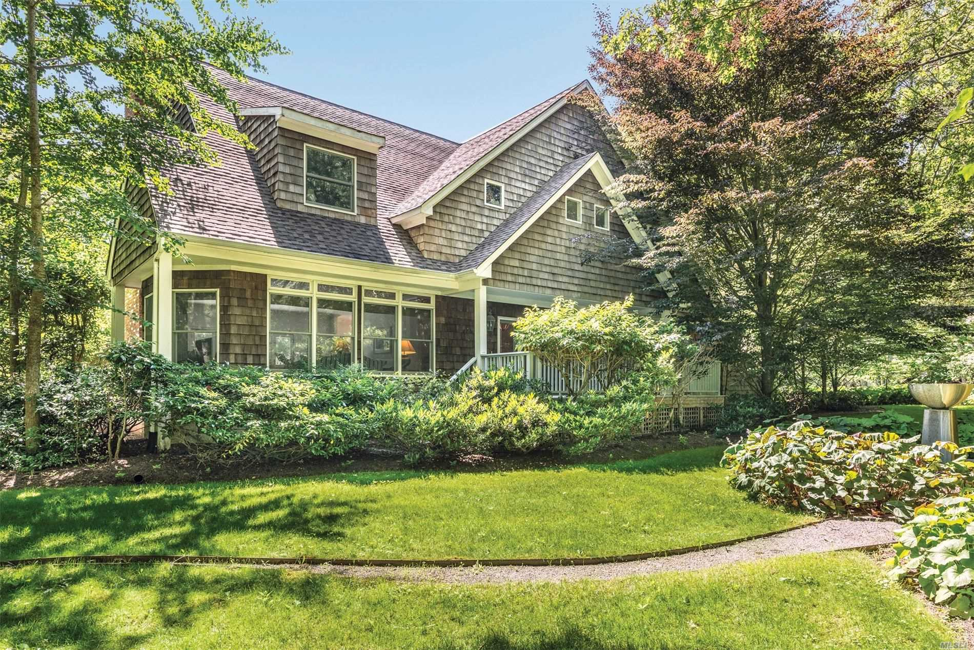 Residential For Sale in 73 Nw Wainscott Rd, Wainscott, NY ,11975