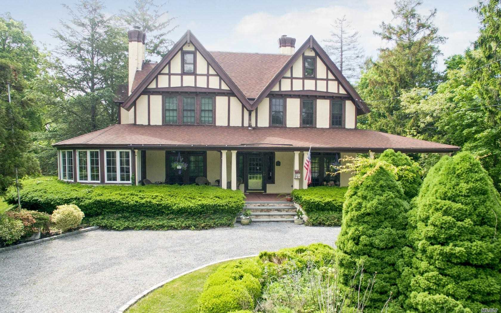 Residential For Sale in 136 Snedecor S Ave, Bayport, NY ,11705