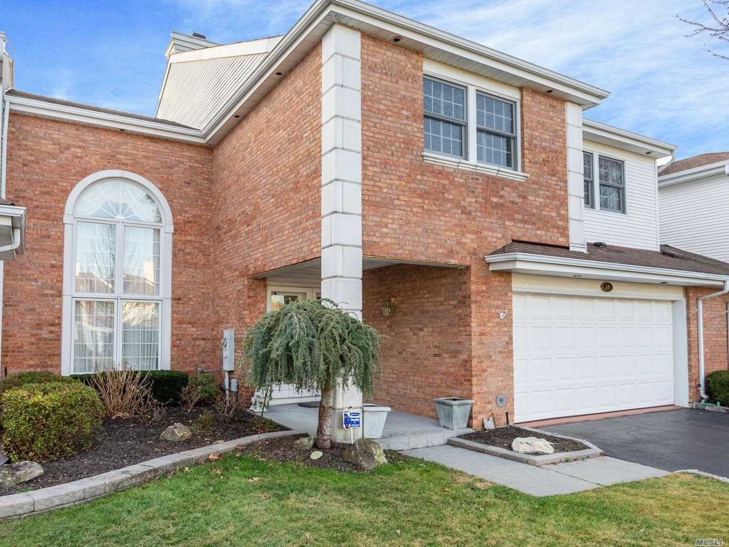 Residential For Sale in 50 Hamlet Drive, Commack, NY ,11725