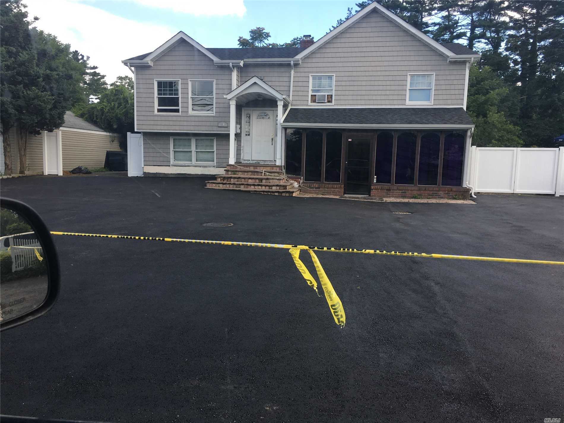 Residential For Sale in 56 2nd Ave, Brentwood, NY ,11717
