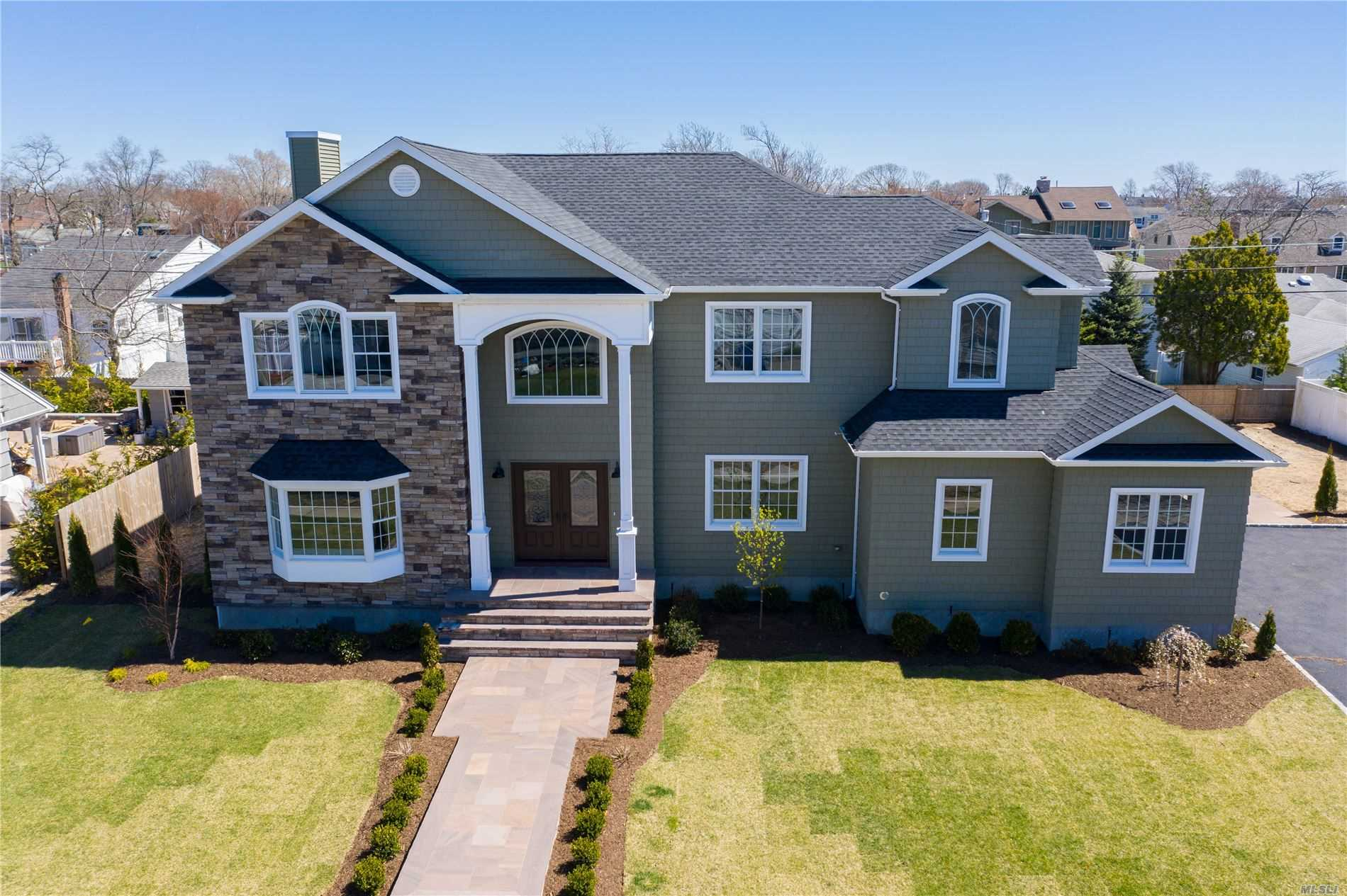 Residential For Sale in 70 Greatwater Ave, Massapequa, NY ,11758
