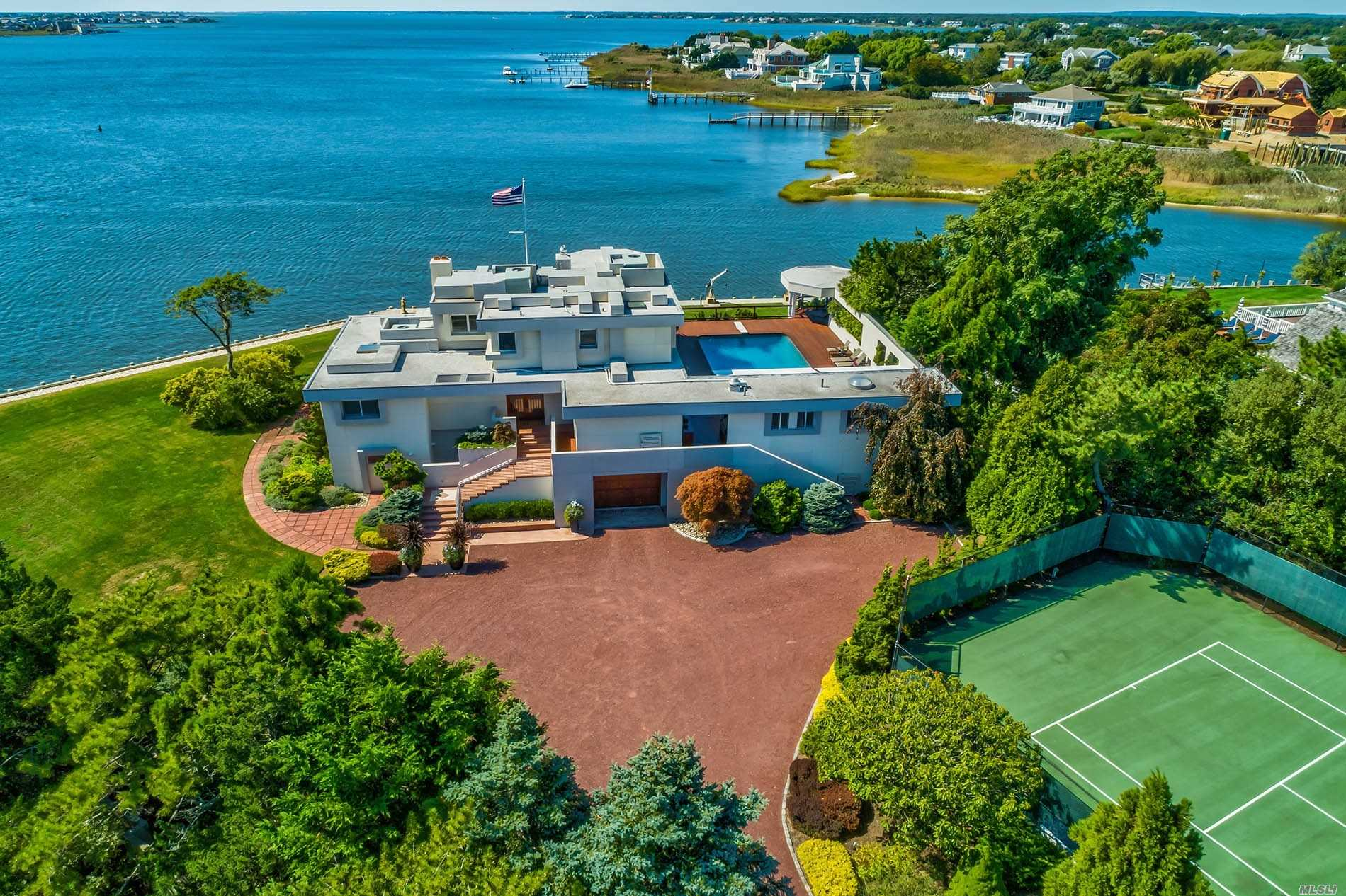 Residential For Sale in 139 Jessup Ln, Westhampton Bch, NY ,11978