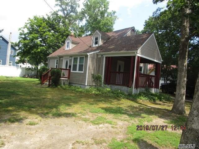 Residential For Sale in 71 Andrews Ave, Wheatley Heights, NY ,11798