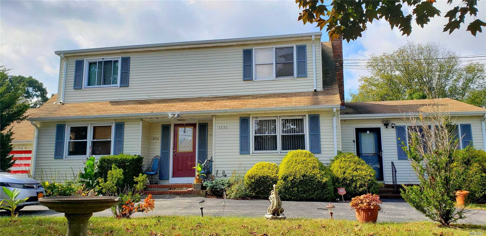 Residential For Sale in 1336 Lakeland Ave, Bohemia, NY ,11716