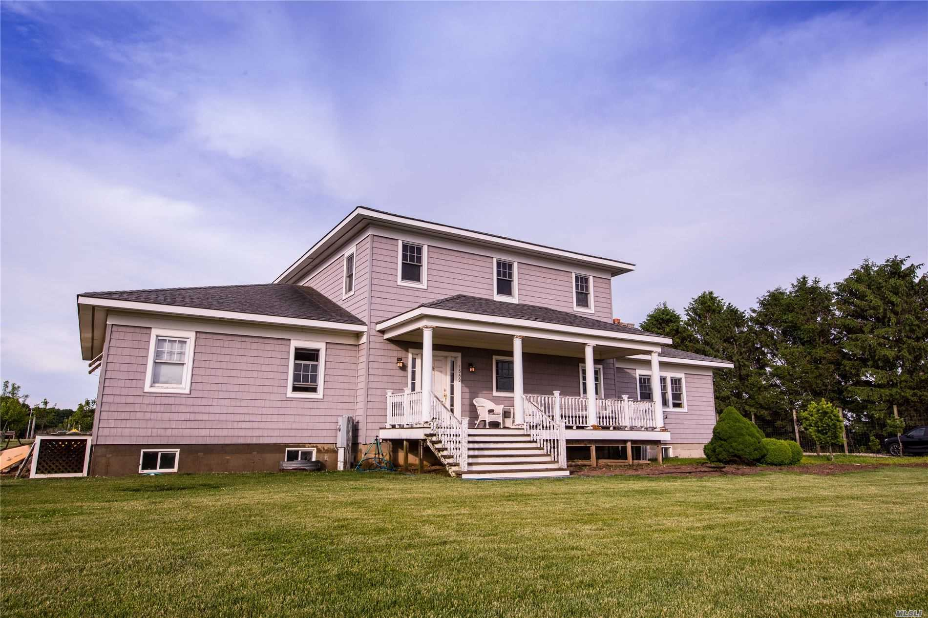 Residential For Sale in 1552 Cross River Drive, Riverhead, NY ,11901