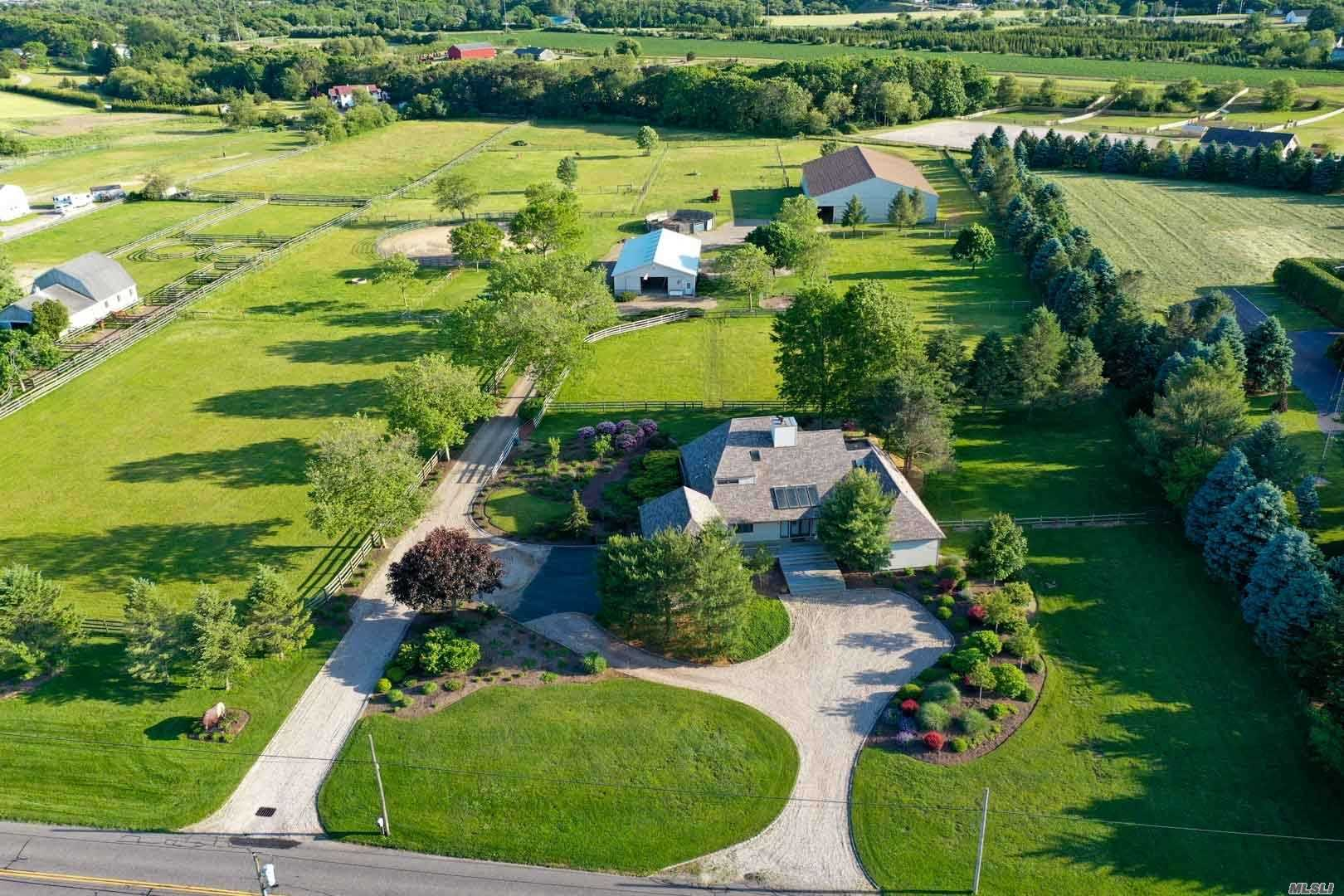 Residential For Sale in 291 Deep Hole Rd, Baiting Hollow, NY ,11933