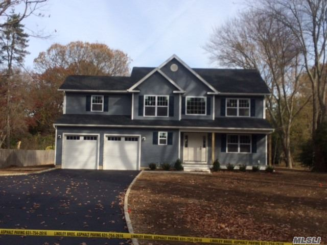 Residential For Sale in 56 Pidgeon Hill Rd, Huntington Sta, NY ,11746