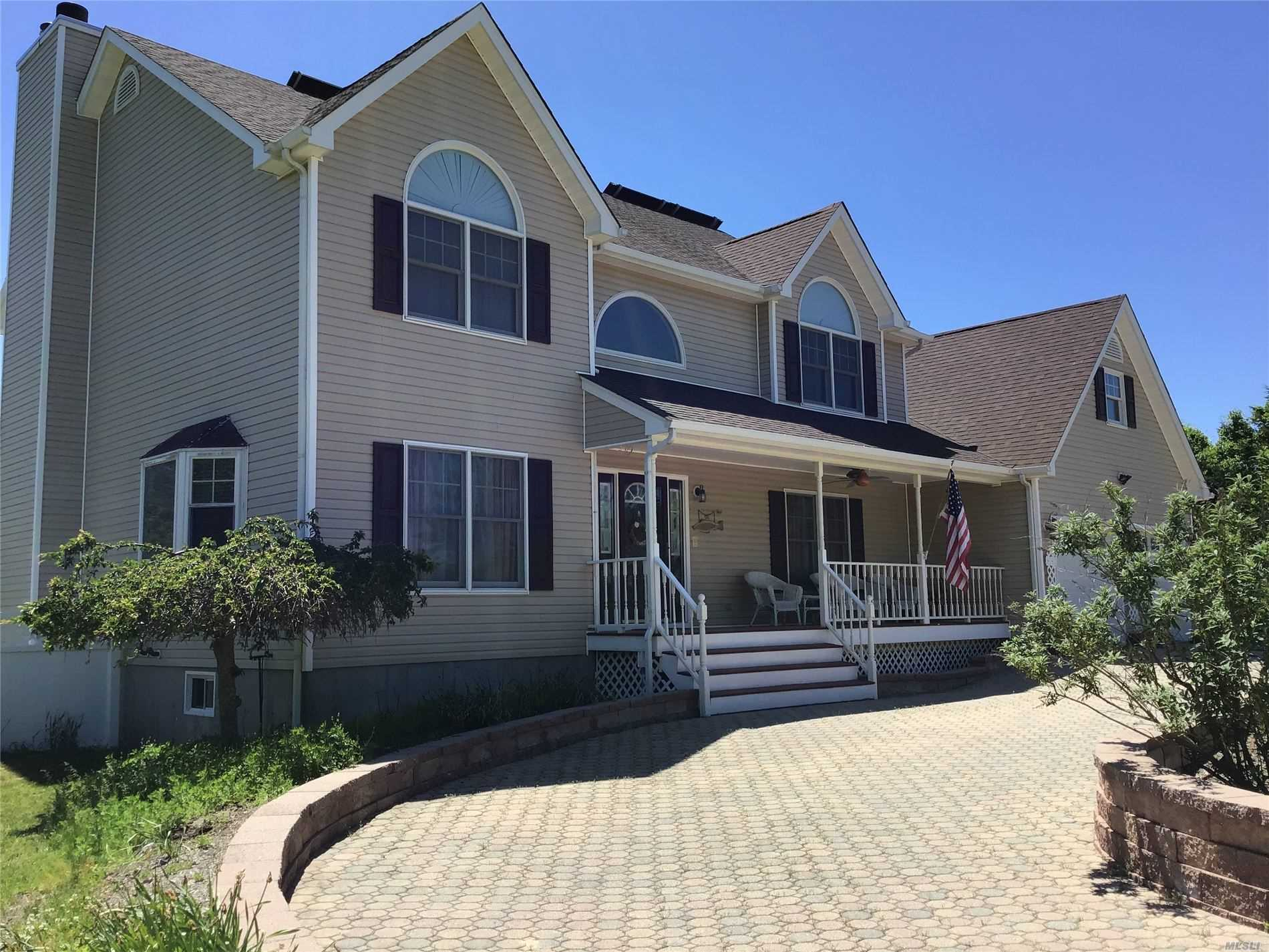 Residential For Sale in 33 East Meadow Rd, Baiting Hollow, NY ,11933