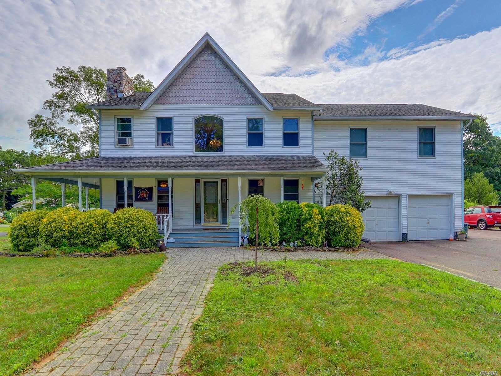 Residential For Sale in 1993 Louis Kossuth Ave, Ronkonkoma, NY ,11779