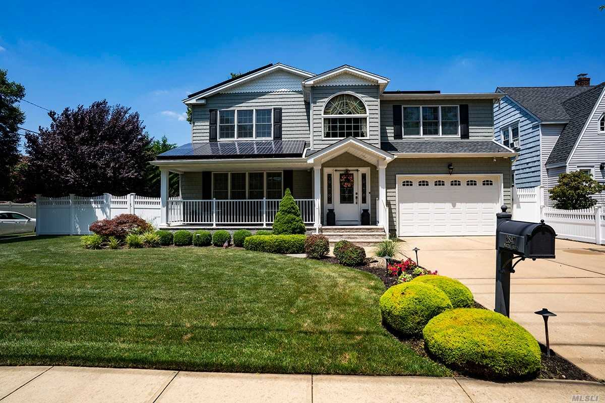 Residential For Sale in 2847 Natta Blvd, Bellmore, NY ,11710