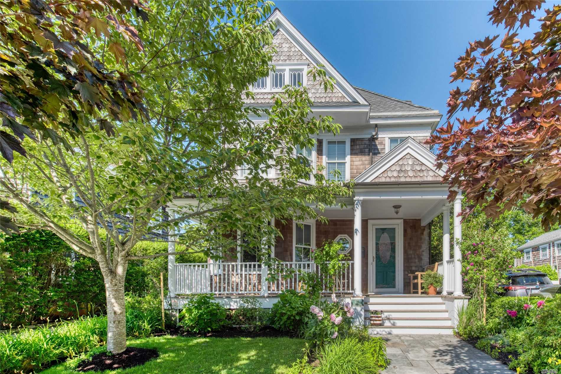 Residential For Sale in 611 1st St, Greenport, NY ,11944
