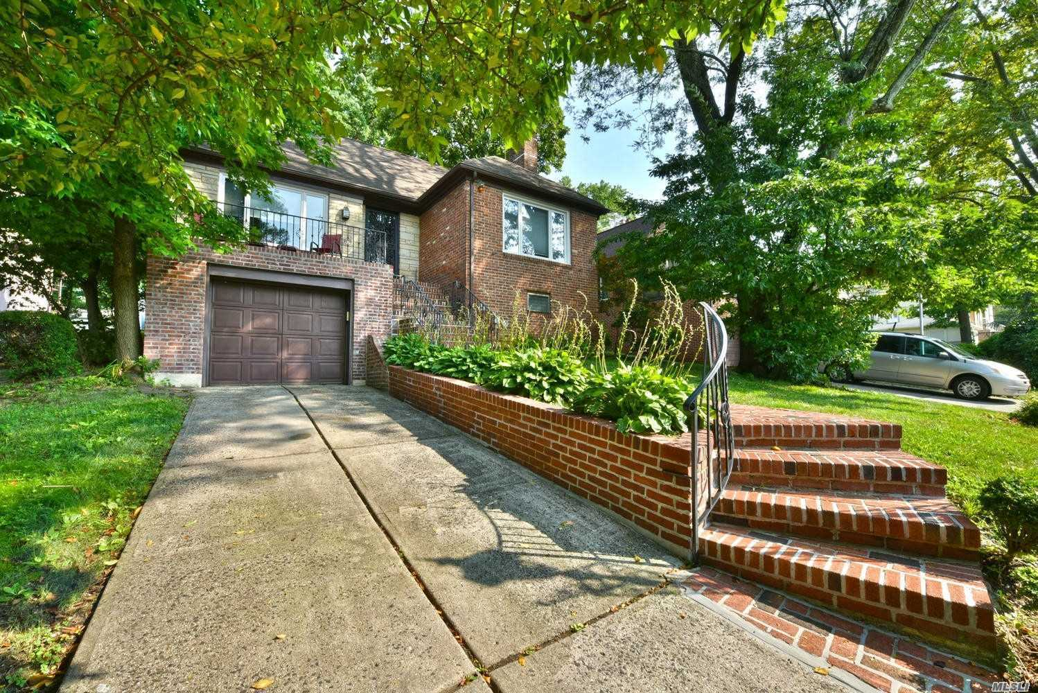 Residential For Sale in 193-21 Nero Ave, Holliswood, NY ,11423