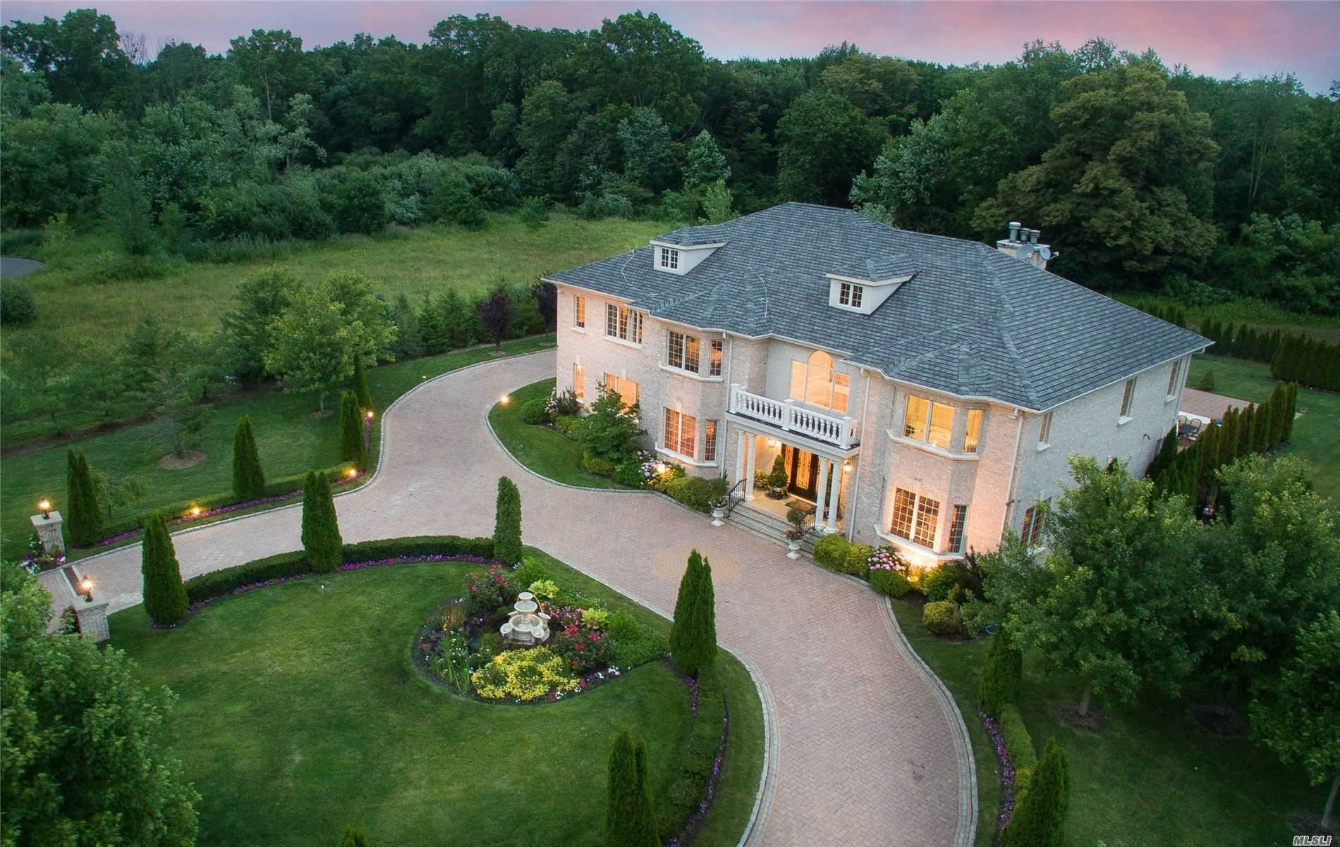 Residential For Sale in 20 Cedar Brook Ct, Old Brookville, NY ,11545