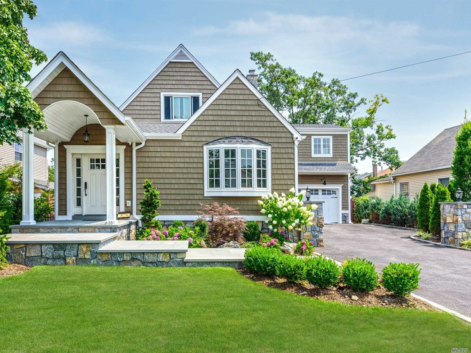 Residential For Sale in 435 Ocean Ave, Lynbrook, NY ,11563