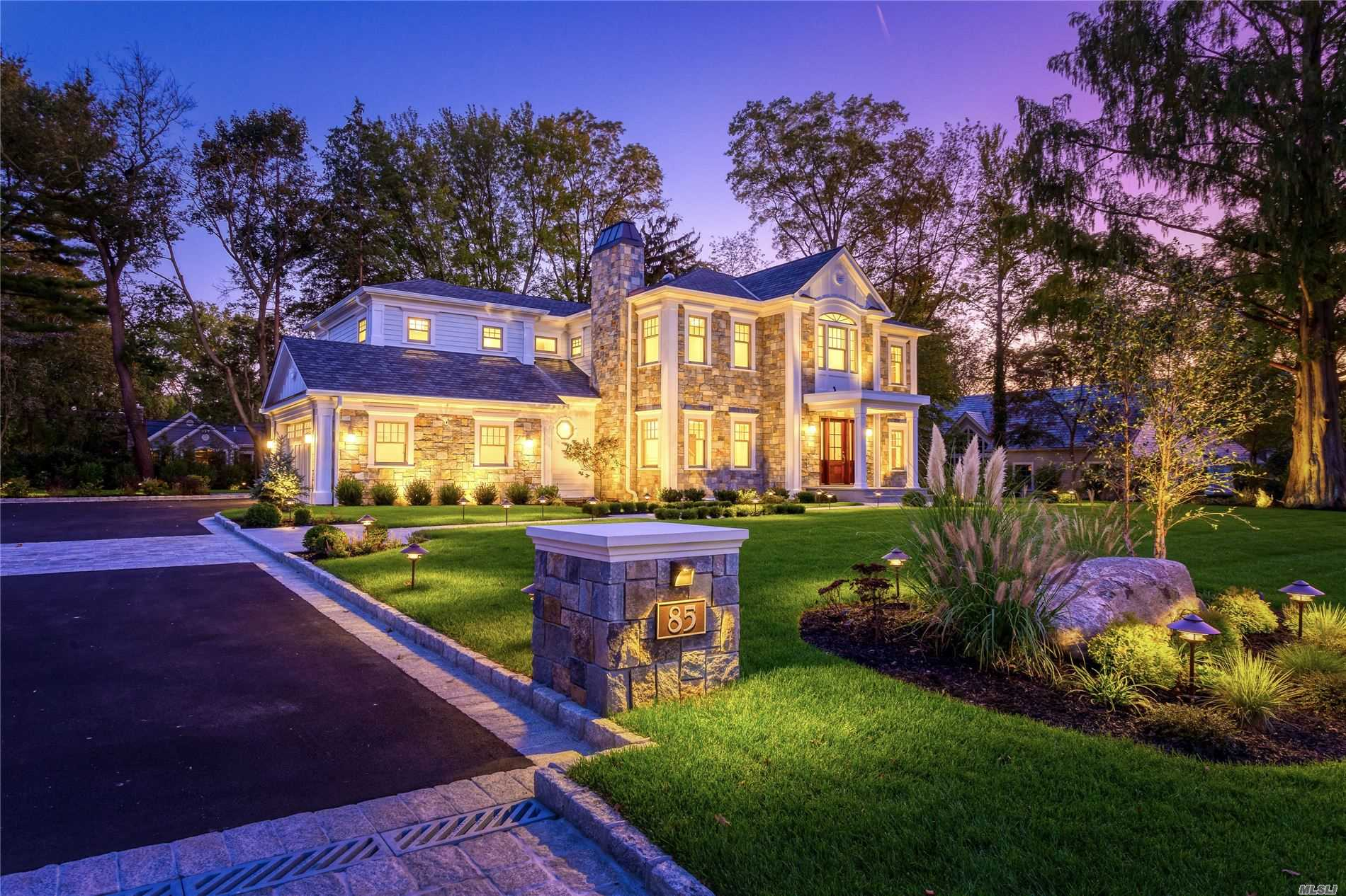 Residential For Sale in 85 Country Club Dr, Port Washington, NY ,11050