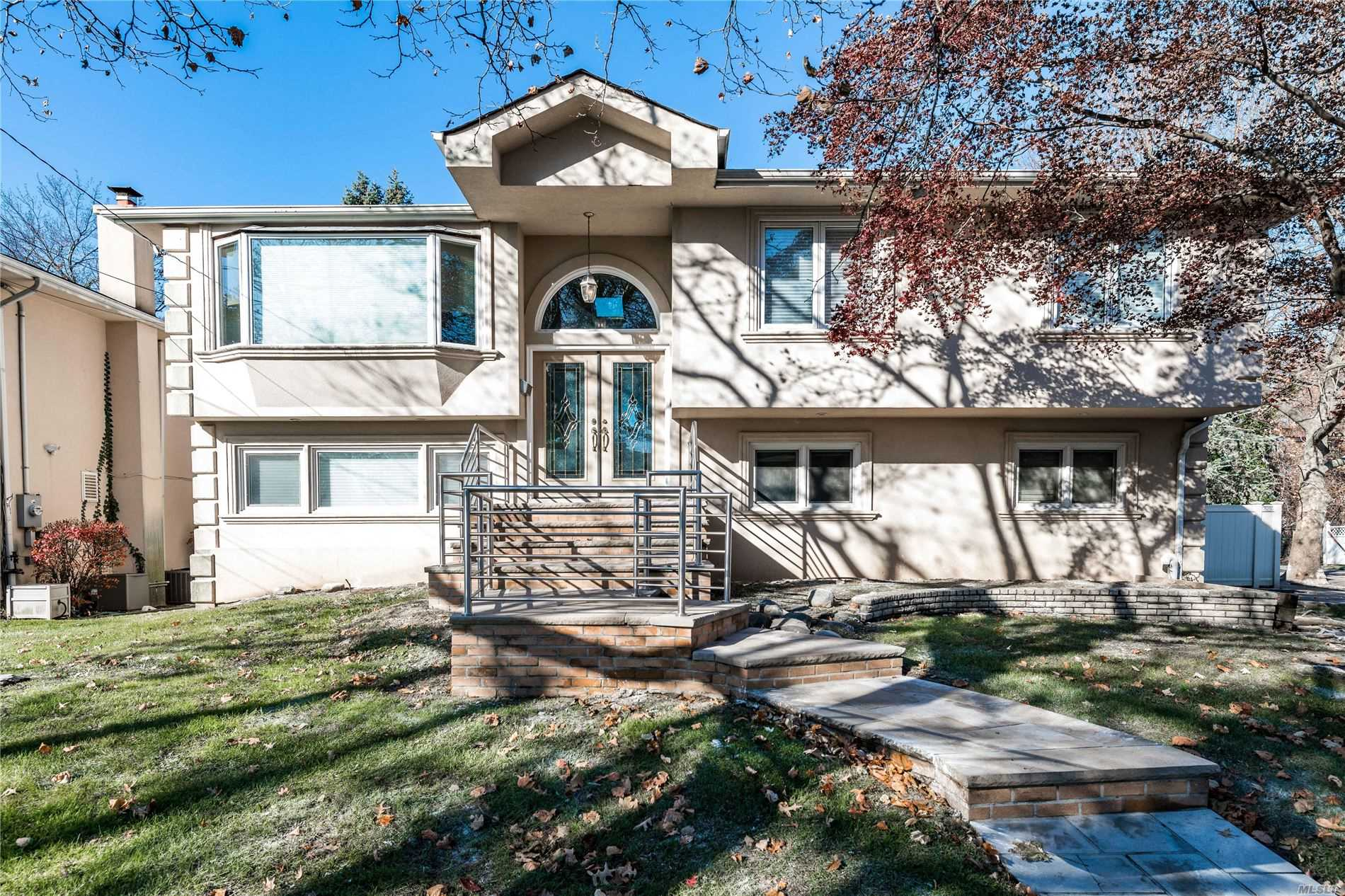 Residential For Sale in 1081 Fordham Ln, Woodmere, NY ,11598