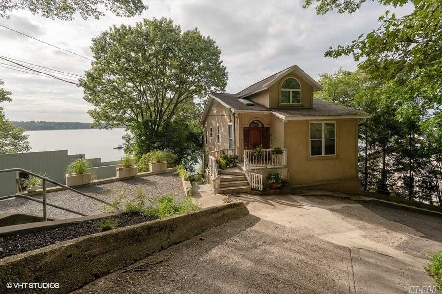 Residential For Sale in 241 12th Ave, Sea Cliff, NY ,11579