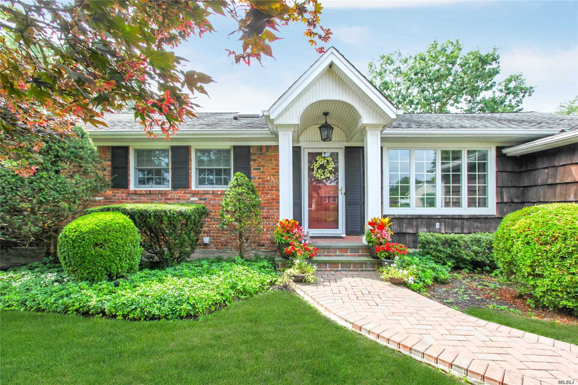 Residential For Sale in 262 Clarinet Ln, Holbrook, NY ,11741