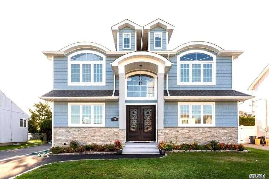 Residential For Sale in 25 Wellesley Ln, Hicksville, NY ,11801