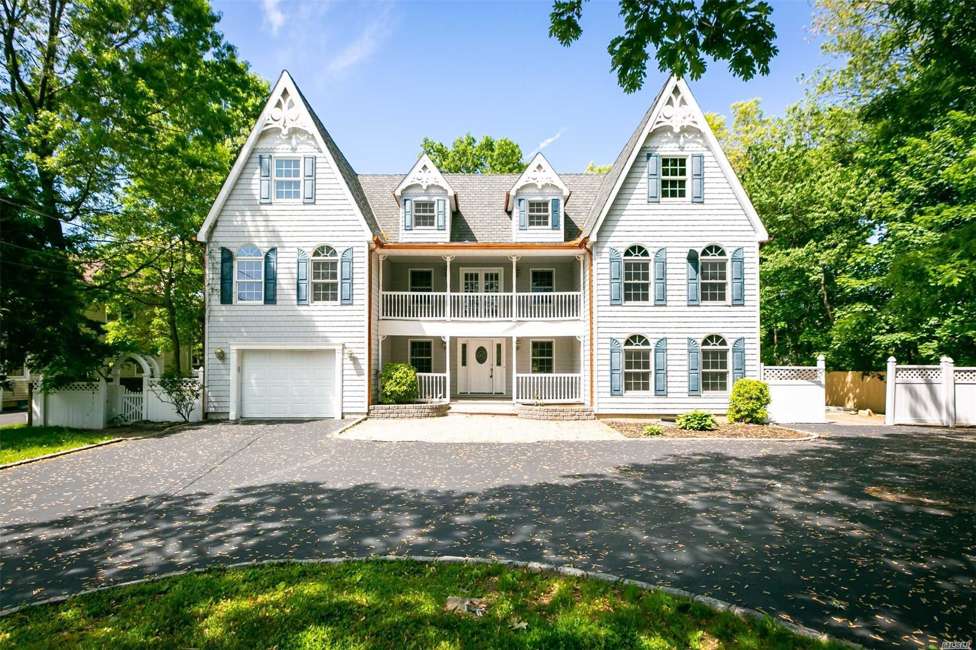 Residential For Sale in 982 Baldwin Path, Dix Hills, NY ,11746