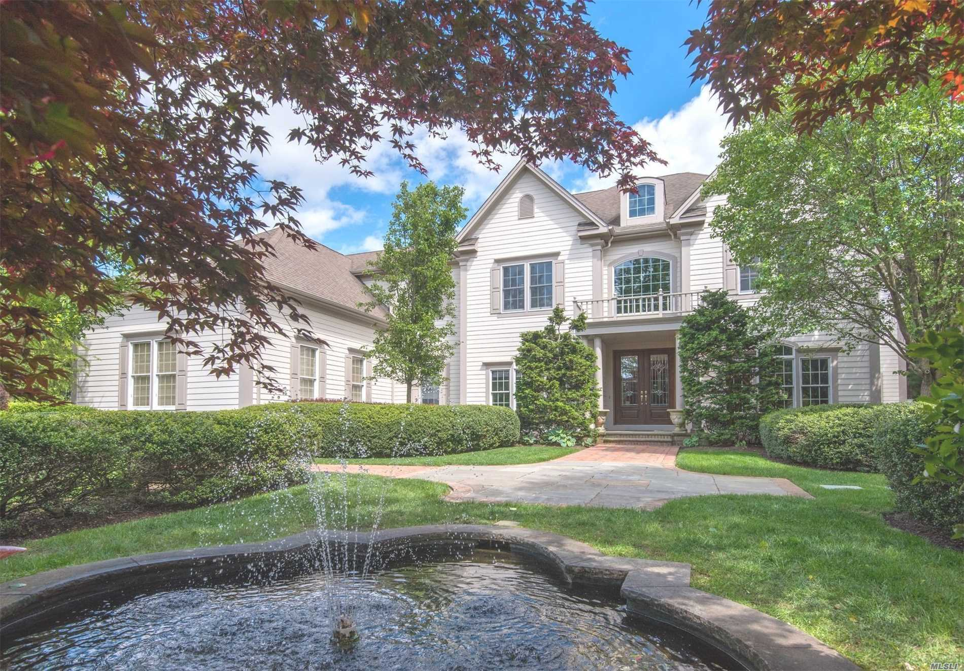 Residential For Sale in 34 Legends Cir, Melville, NY ,11747