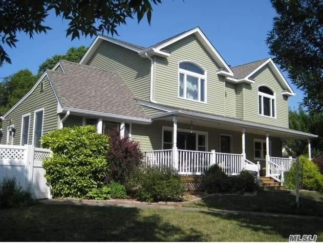 Residential For Sale in 117 Devonshire Dr, East Norwich, NY ,11732