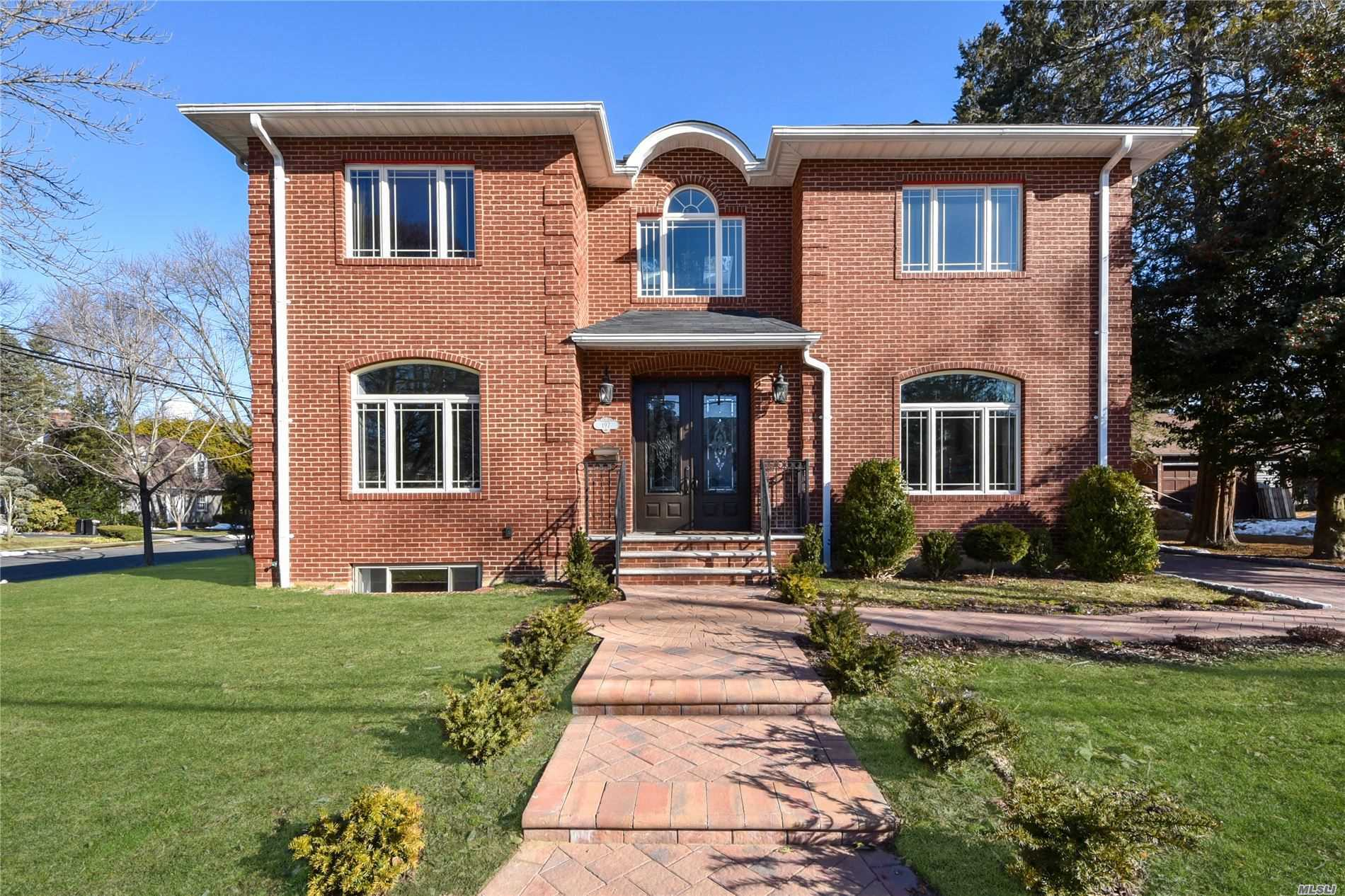 Residential For Sale in 197 Glenmore St, E. Williston, NY ,11596