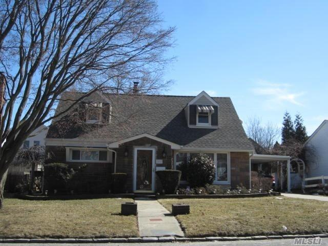 Residential For Sale in 182 Bedford Ave, Garden City Park, NY ,11040