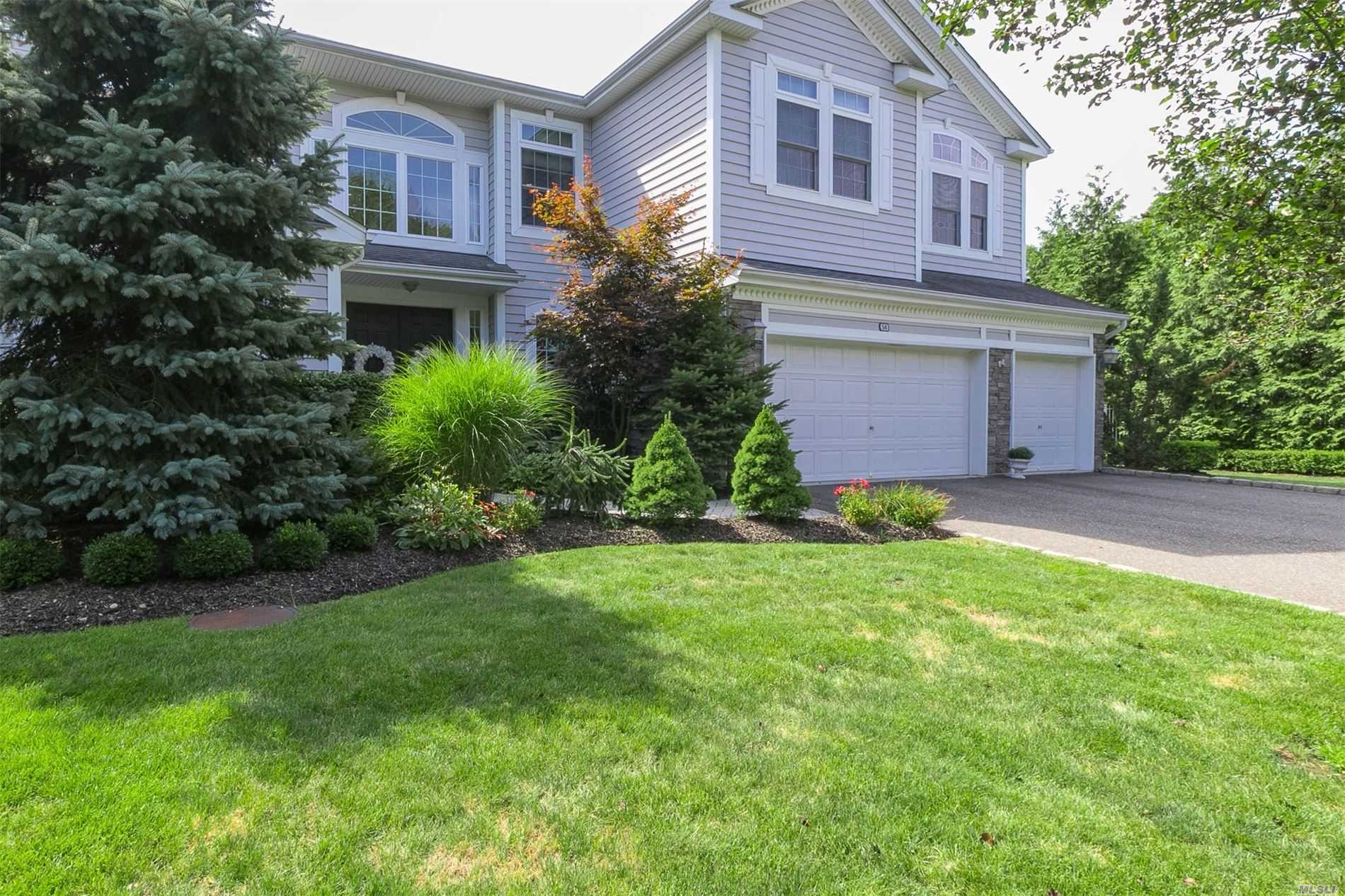 Residential For Sale in 54 Monterrey Dr, St. James, NY ,11780
