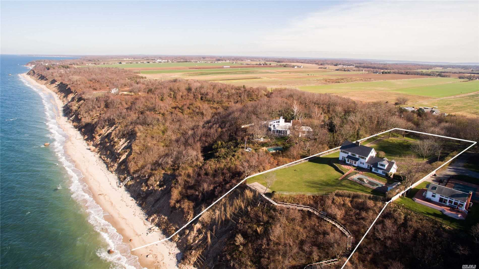 Residential For Sale in 3925 Soundview Ave, Mattituck, NY ,11952
