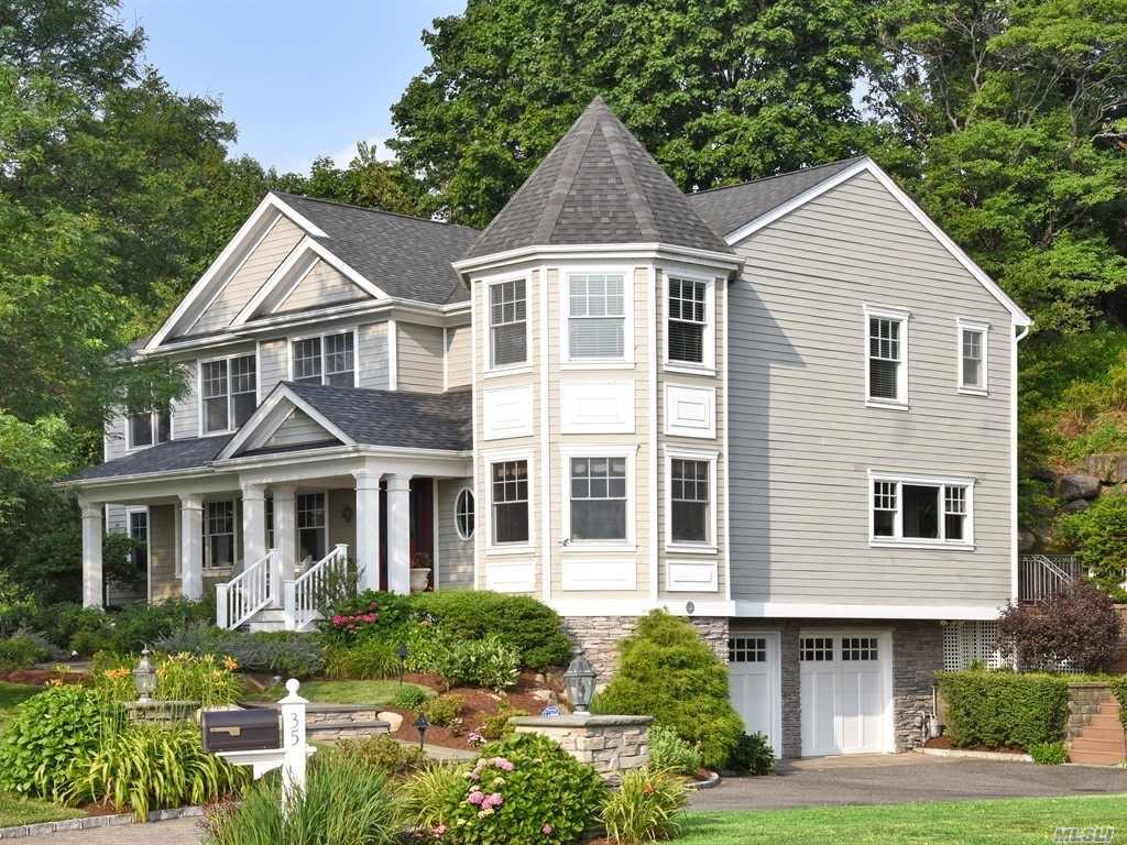 Residential For Sale in 35 Mohring Bay Ct, Bayville, NY ,11709