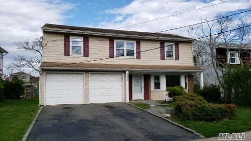 Residential For Sale in 3343 Harbor Point Rd, Baldwin, NY ,11510