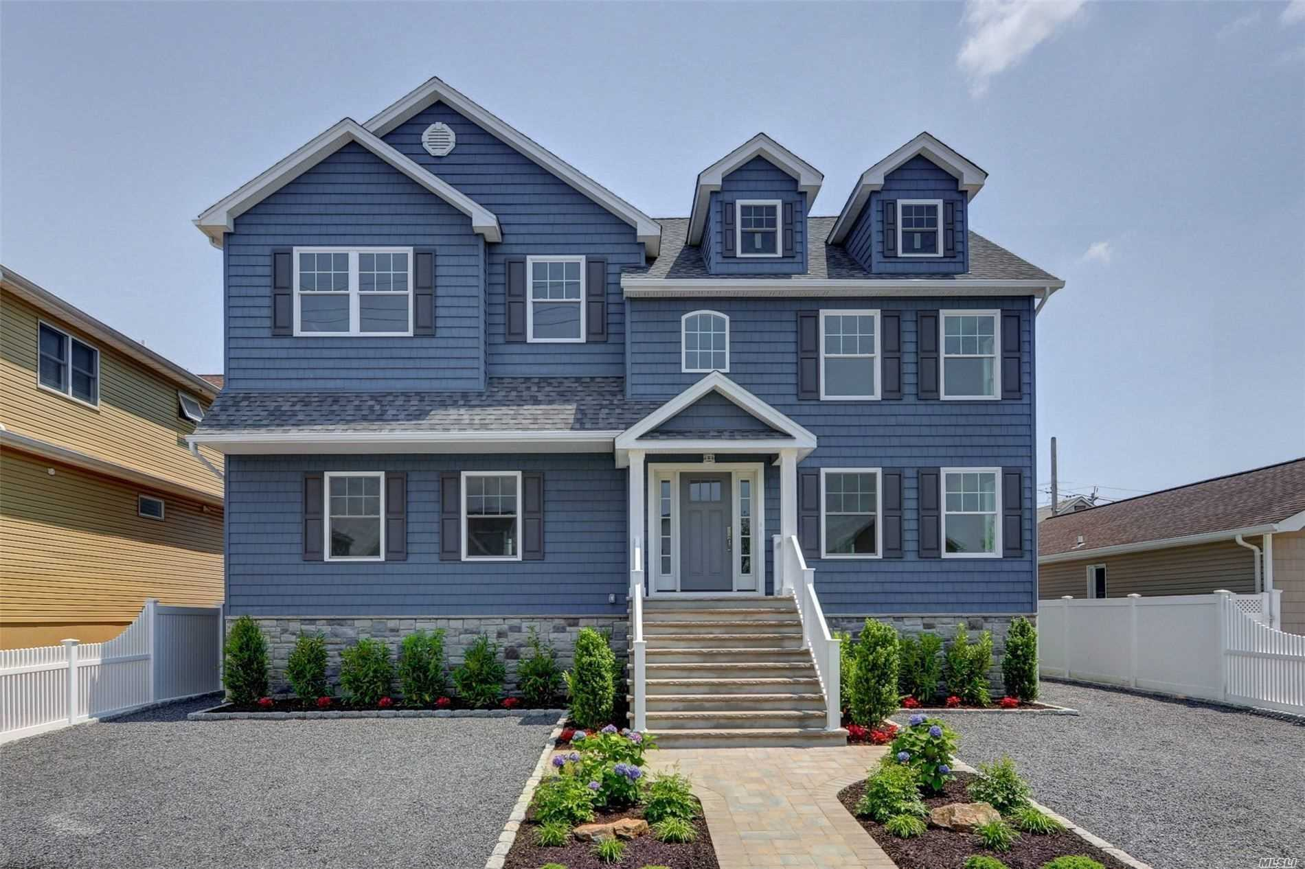 Residential For Sale in 157 Quebec Rd, Island Park, NY ,11558