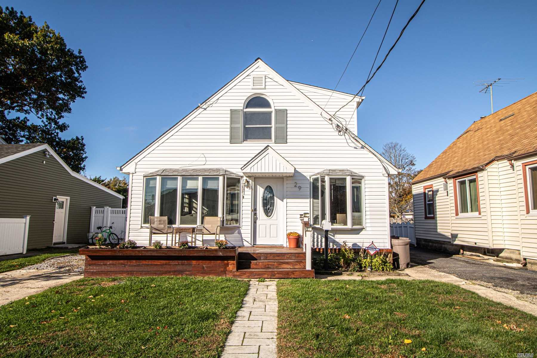Residential For Sale in 29 Wilson Ave, Amity Harbor, NY ,11701