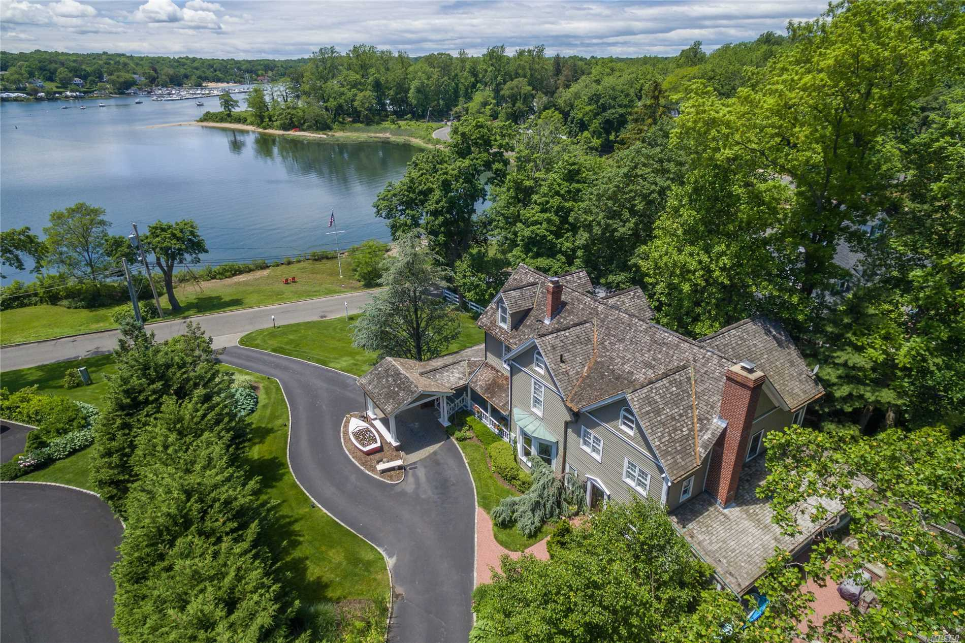 Residential For Sale in 142 Shore E Rd, Huntington Bay, NY ,11743