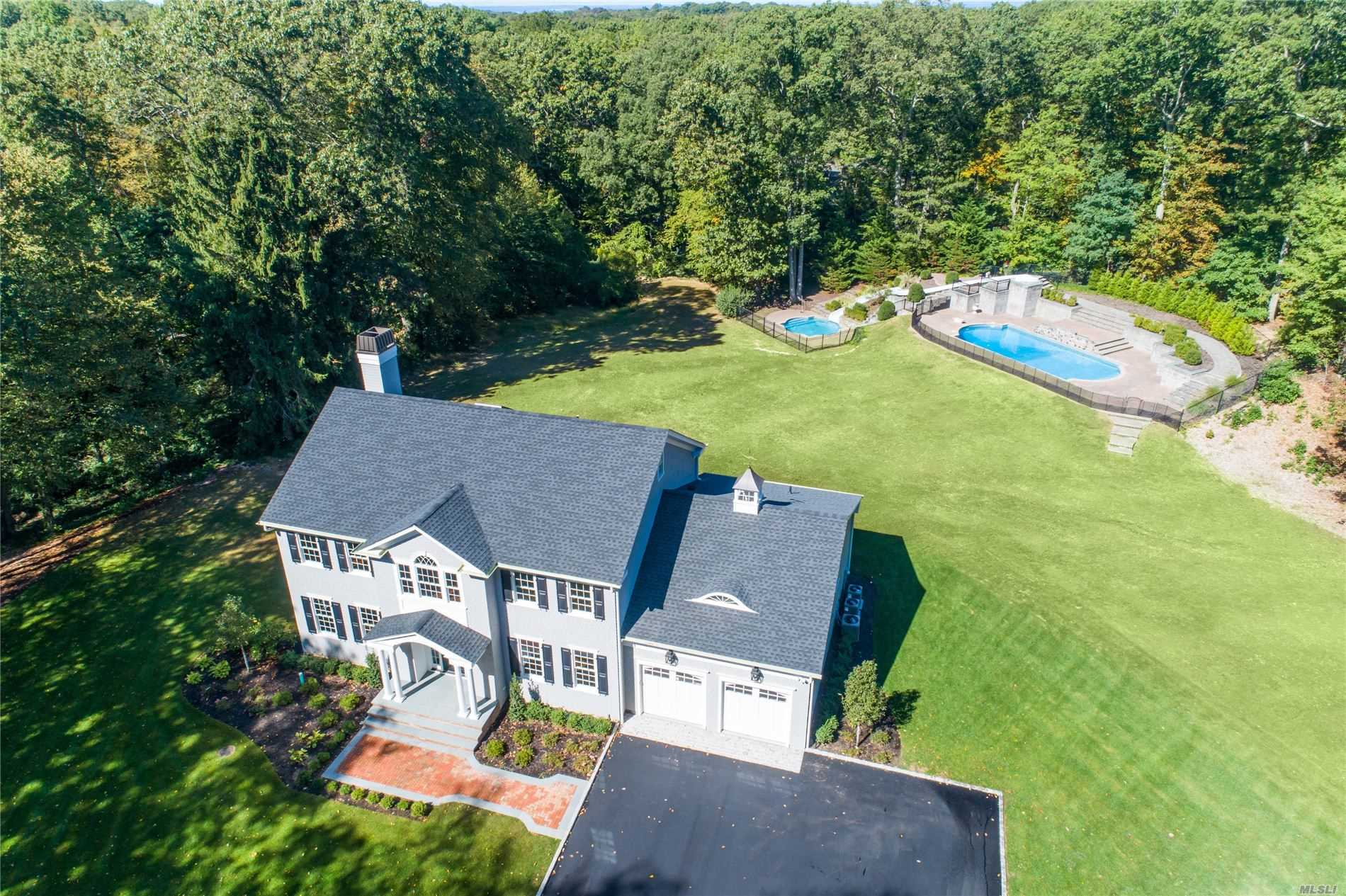 Residential For Sale in 74 Wilton Rd, Cold Spring Hrbr, NY ,11724