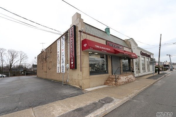 Commercial for sale in 102 Jericho W Tpke, Huntington Sta, NY ,11746