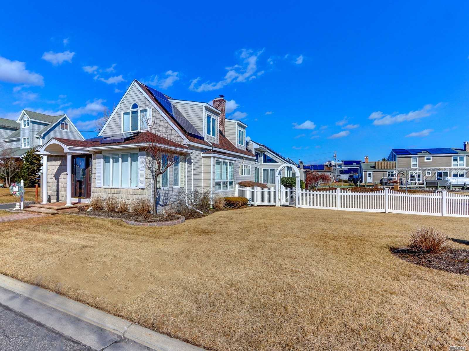 Residential For Sale in 123 Bayview Ave, Babylon, NY ,11702