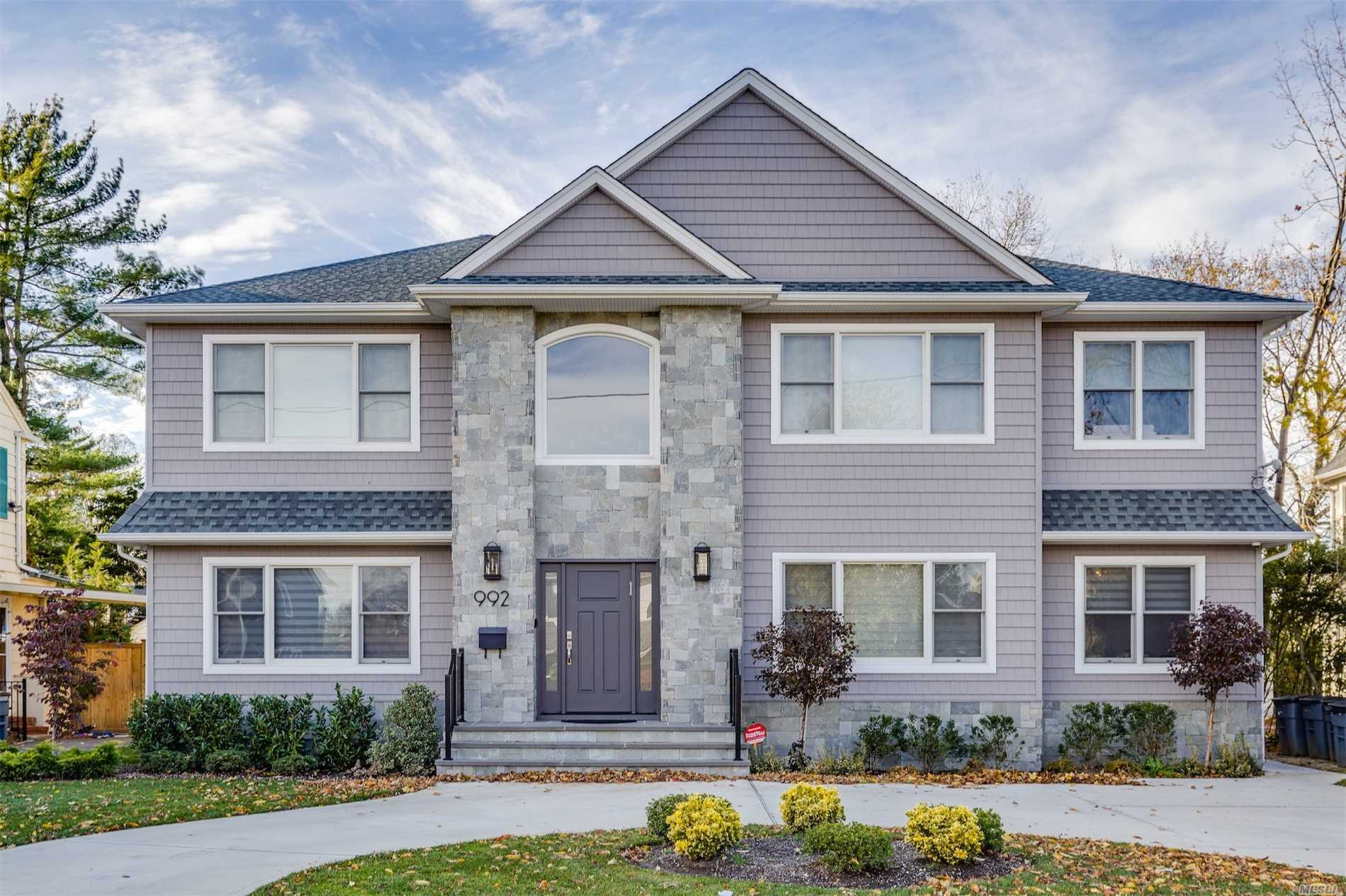 Residential For Sale in 992 Allen Ln, Woodmere, NY ,11598