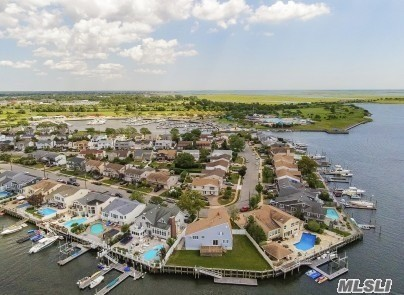 Residential For Sale in 3064 Riverside Dr, Wantagh, NY ,11793