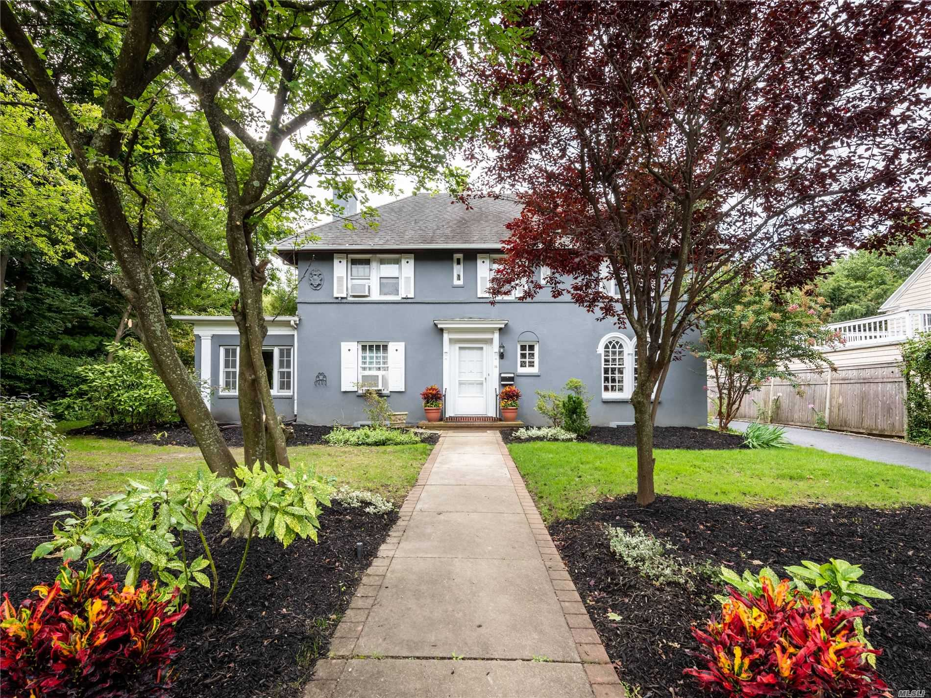 Residential For Sale in 16 Nassau Dr, Great Neck, NY ,11021