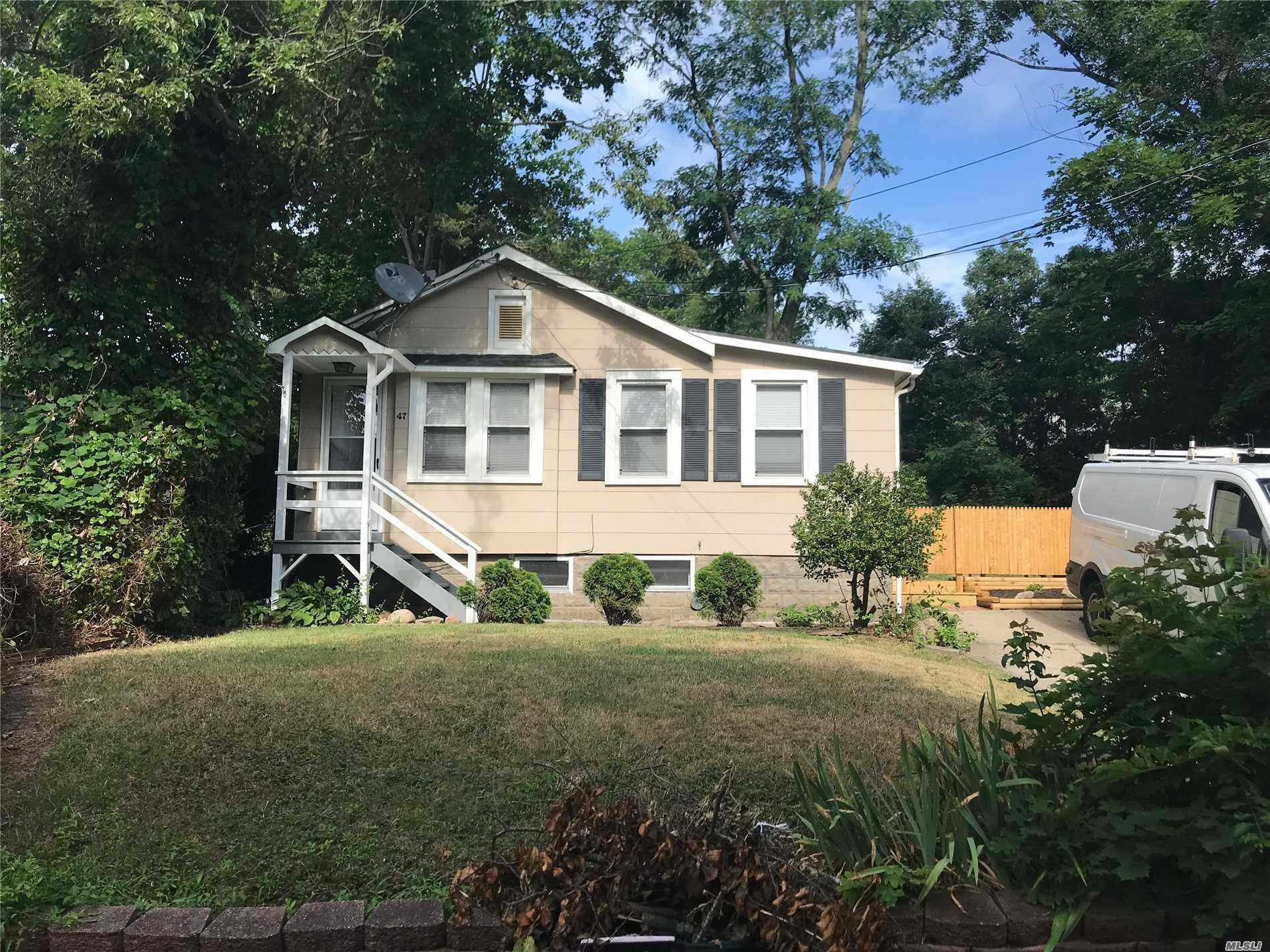 Residential For Rent in 47 Halesite Dr, Sound Beach, NY ,11789