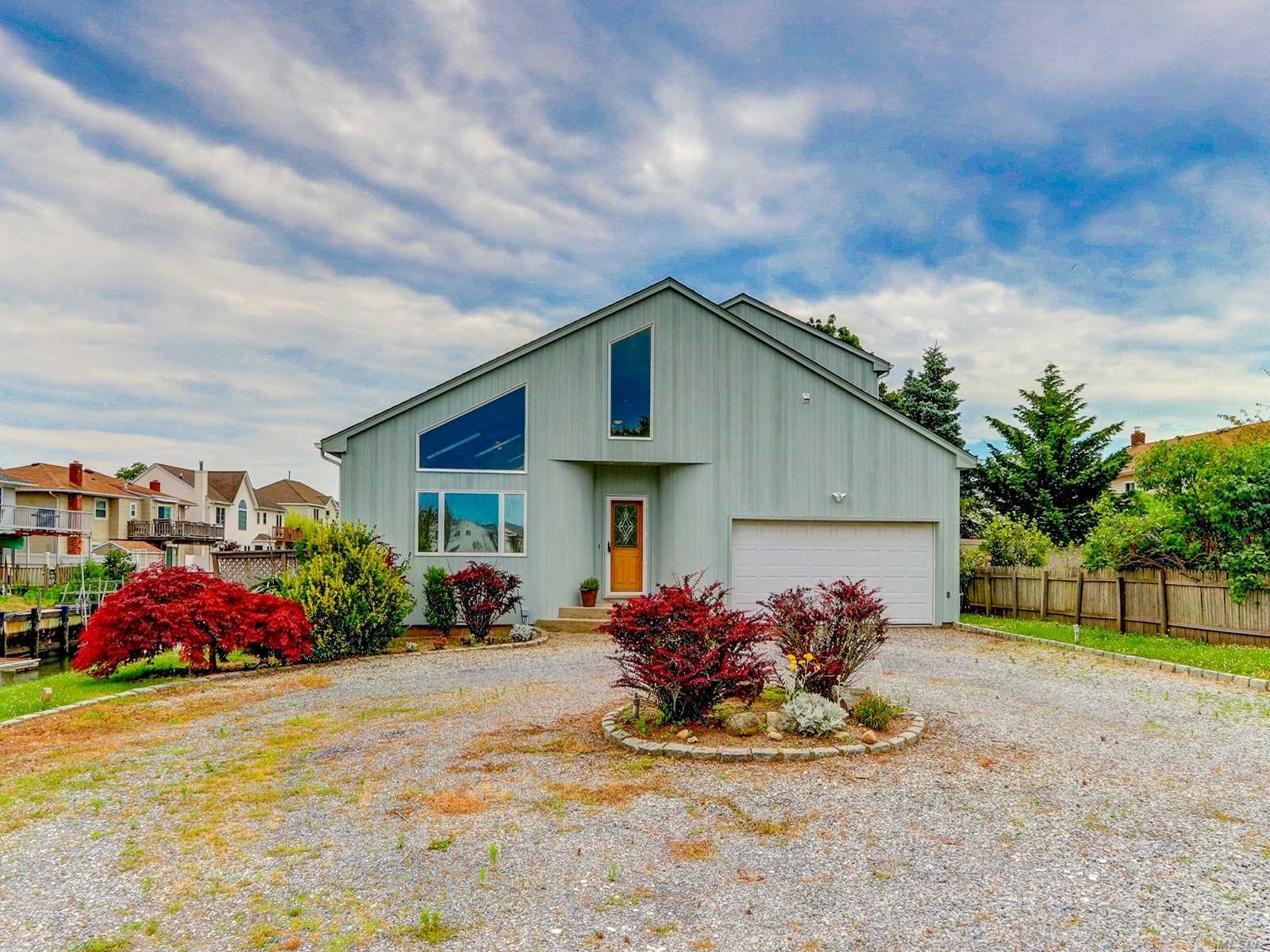 Residential For Sale in 3405 A Harbor Point Rd, Baldwin, NY ,11510